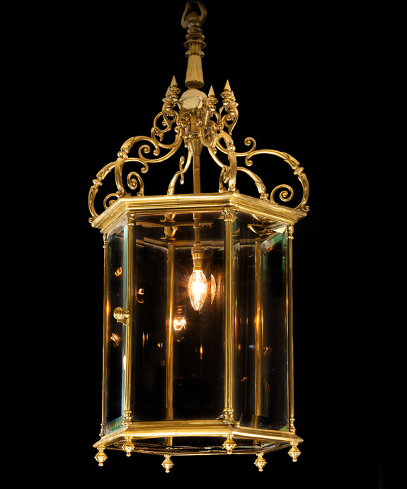 A fine 19th century brass hall lantern. Large Image 1