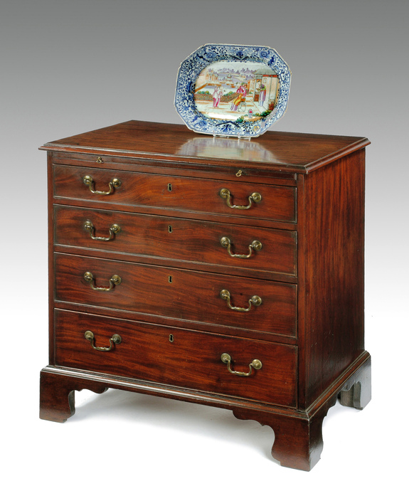 A Georgian mahogany chest of drawers.