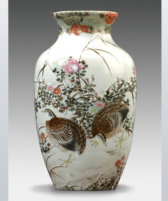 A good Japanese Meiji period porcelain vase. Large Image 1