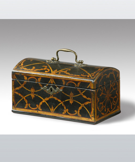 A rare Chippendale period japanned domed top tea caddy. Large Image 1