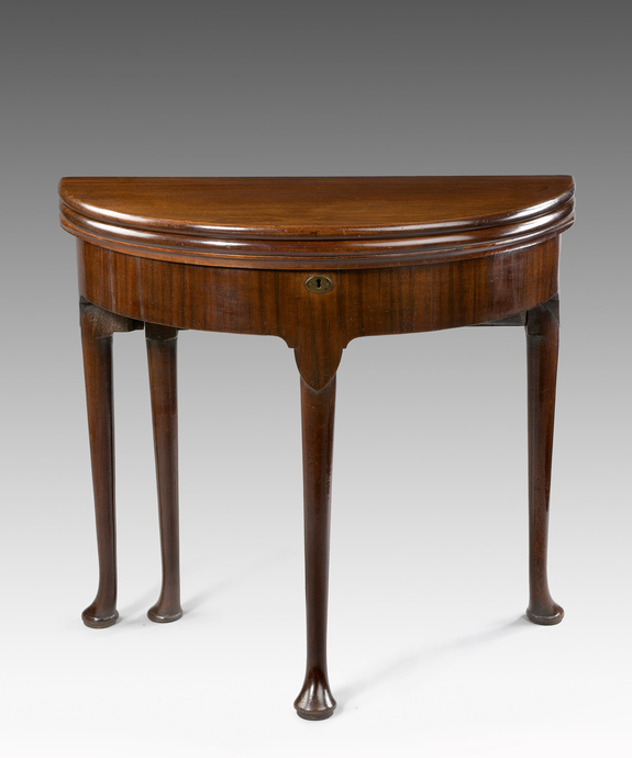 A good George II period triple-top mahogany card table. Large Image 1