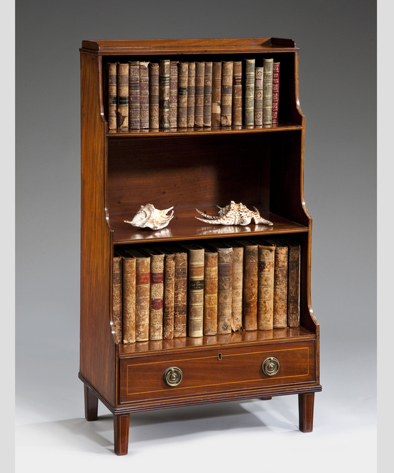 A George III period mahogany waterfall bookcase. Large Image 1
