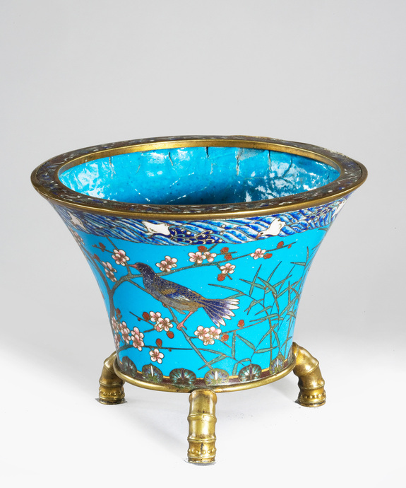 A Japanese Meiji period cloisonne enamel bowl on bronze feet. Large Image 1