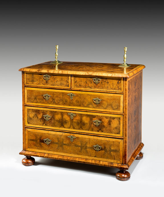 A fine Queen Anne period oyster veneered chest of drawers. Large Image 1