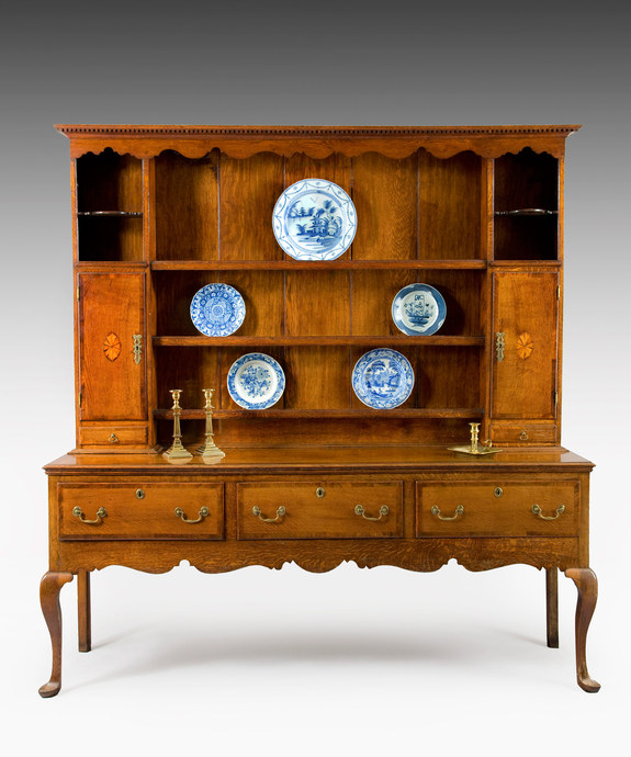A late 18th Century oak cabriole leg dresser and rack. Large Image 1