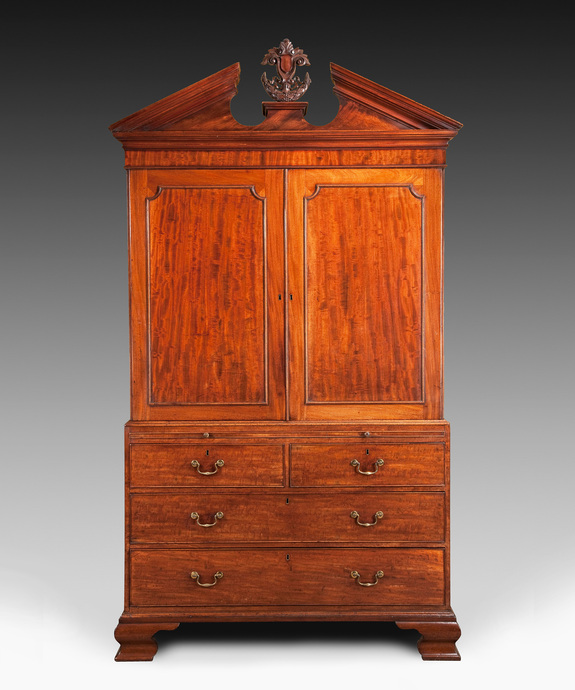 A George II period mahogany linen press. Large Image 1