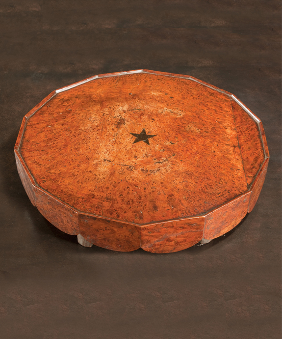 An extremely rare George III period burr yew lazy susan. Large Image 1