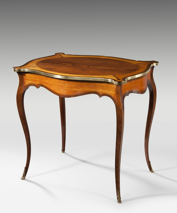 A Hepplewhite satinwood centre table.