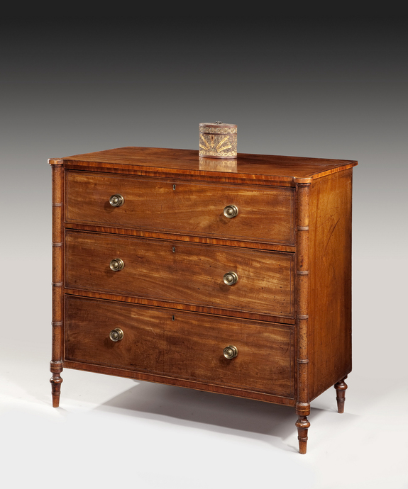A Sheraton chest of drawers veneered in mahogany