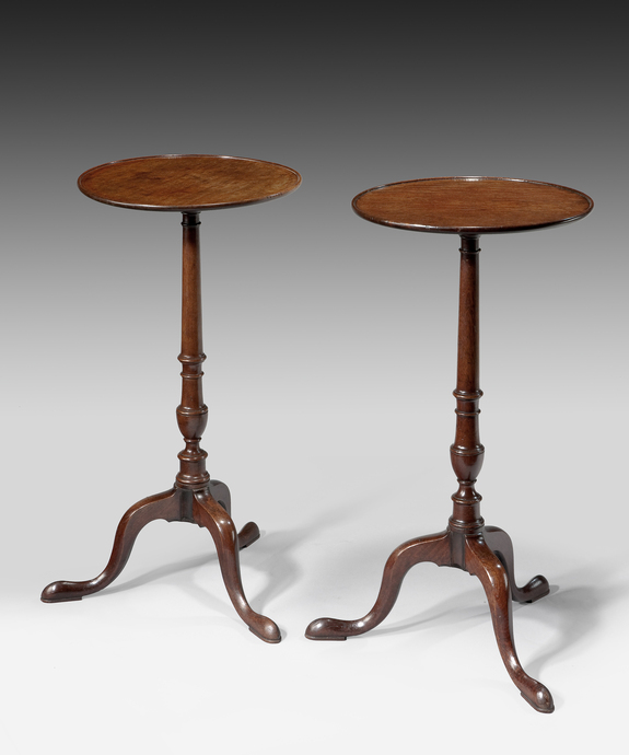 A good pair of George III period mahogany tripod tables.  Large Image 1