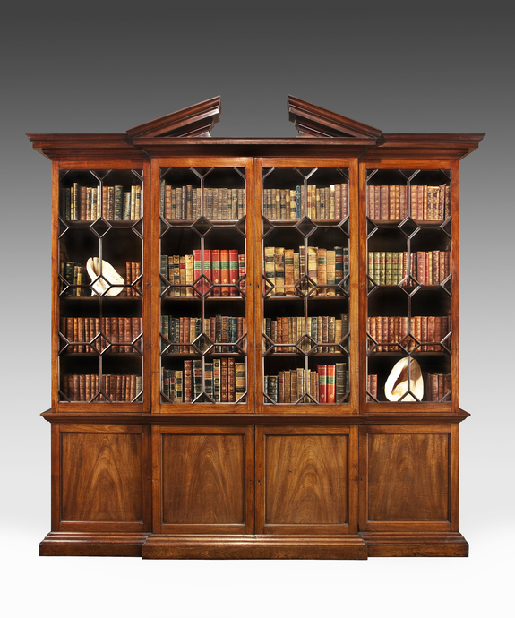 A fine George II period mahogany breakfront bookcase. Large Image 1