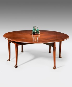 Large Georgian mahogany oval dining table.