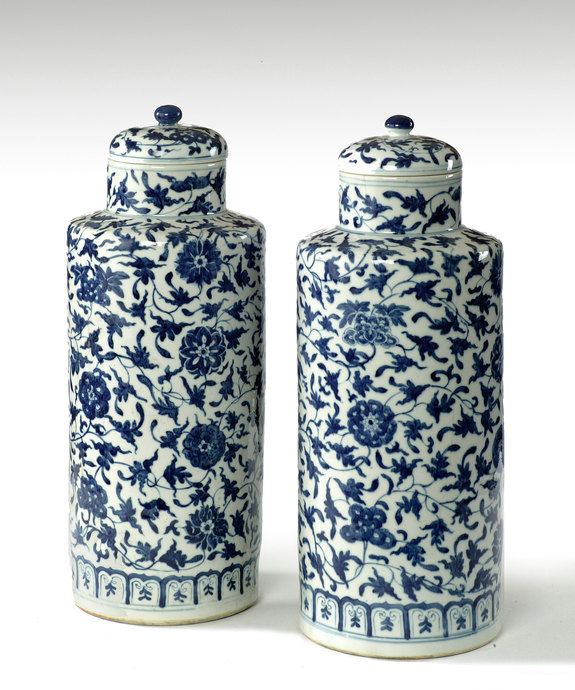 A fine pair of 19th Century blue and white Chinese vases with covers. Large Image 1