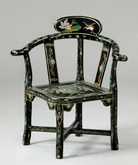 A rare Regency period japanned child's chair. Large Image 1