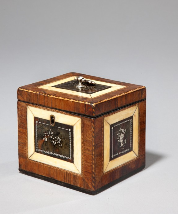 A superb Chippendale period tortoiseshell tea caddy. Large Image 1