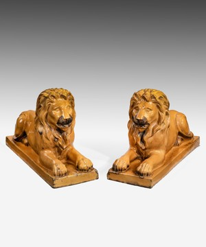 A pair of lions in saltglazed stoneware.