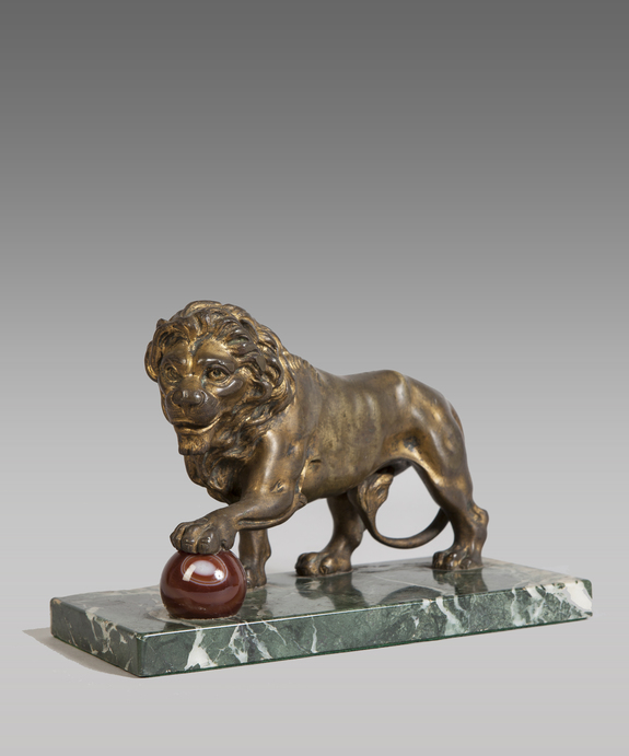Antique medici lion ormolu sculpture