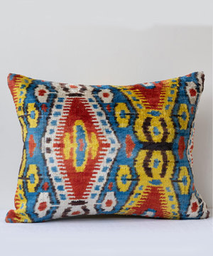 Rectangular cushion in silk velvet and hand woven ikat