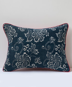 Small rectangular cushion in antique indigo fabric