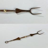 An antique toasting fork in steel and brass from the 18th Century.