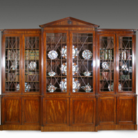 A fine George III period mahogany breakfront bookcase Thumbnail 1