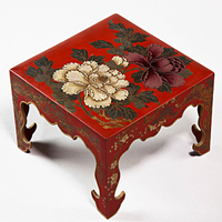 An unusual Meiji period Japanese red lacquer box. Thumbnail 1