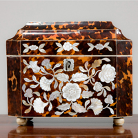 A Regency period tortoise shell tea caddy. Thumbnail 2
