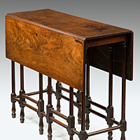 A fine George III period mahogany spider table. Thumbnail 3