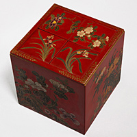 An unusual Meiji period Japanese red lacquer box. Thumbnail 3