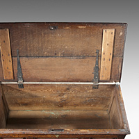 An early 18th Century oak mule chest. Thumbnail 3